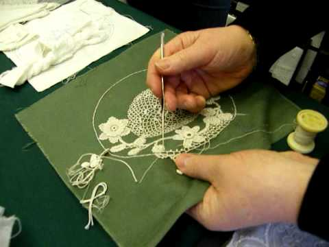 Irish Crochet Lace Demonstration by Nora Finnegan - Видео инструктор